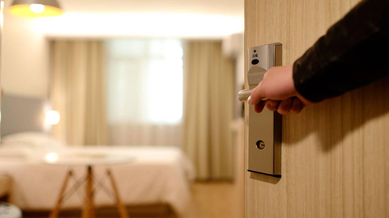 Étape 3 : 19h00 – Dîner puis nuitée à l'hôtel.